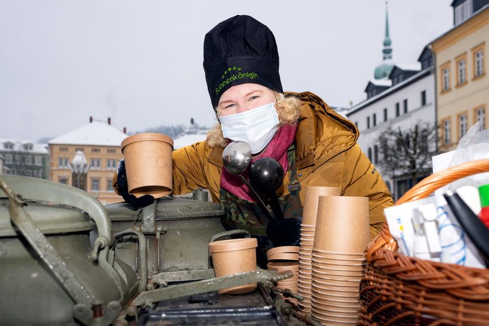 In den Wintermonaten tourte Elisabeth König mit der Gulaschkanon durch das Land. Auf dem Sebnitzer Wochenmarkt wird sie noch bis Ende April immer freitags anzutreffen sein.