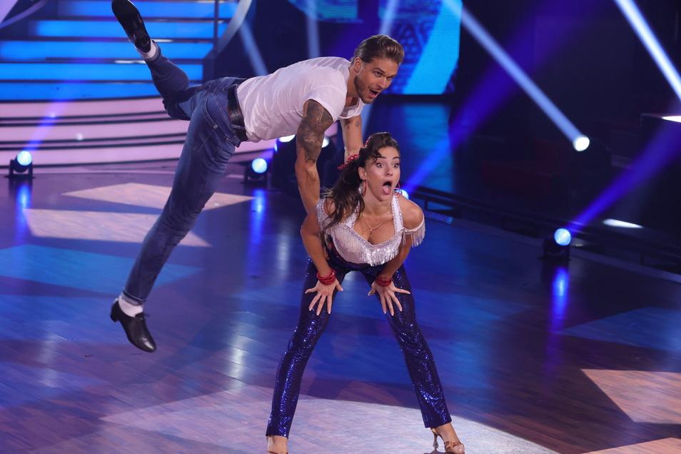 """Rúrik Gíslason und Renata Lusin tanzen im Finale der 14. Staffel der RTL Tanzshow """"Let's Dance""""."""
