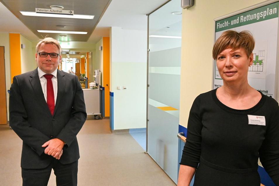 Sven Heise, Geschäftsführer der Malteser Sachsen-Brandenburg gGmbH und Daniela Kleeberg, die Standortleiterin des Malteser Krankenhauses St. Carolus in Görlitz.
