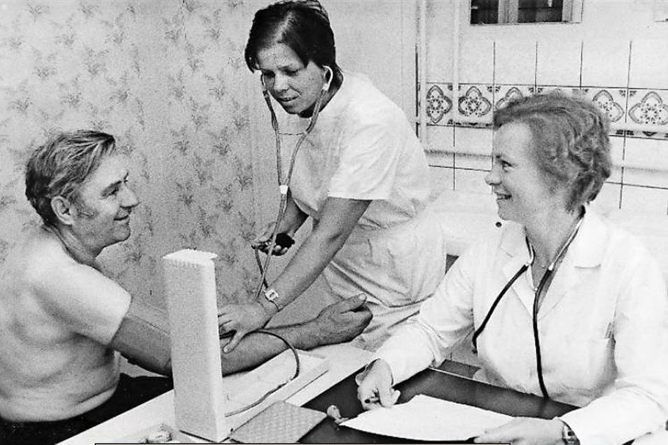 Gut versorgt: Das dichte medizinische Netz aus 615 Polikliniken, 1.030 Ambulatorien und 1.600 staatlichen Arztpraxen wurde mit dem Staatsvertrag vom 18. Mai 1990 beseitigt wie andere DDR-spezifische Strukturen.