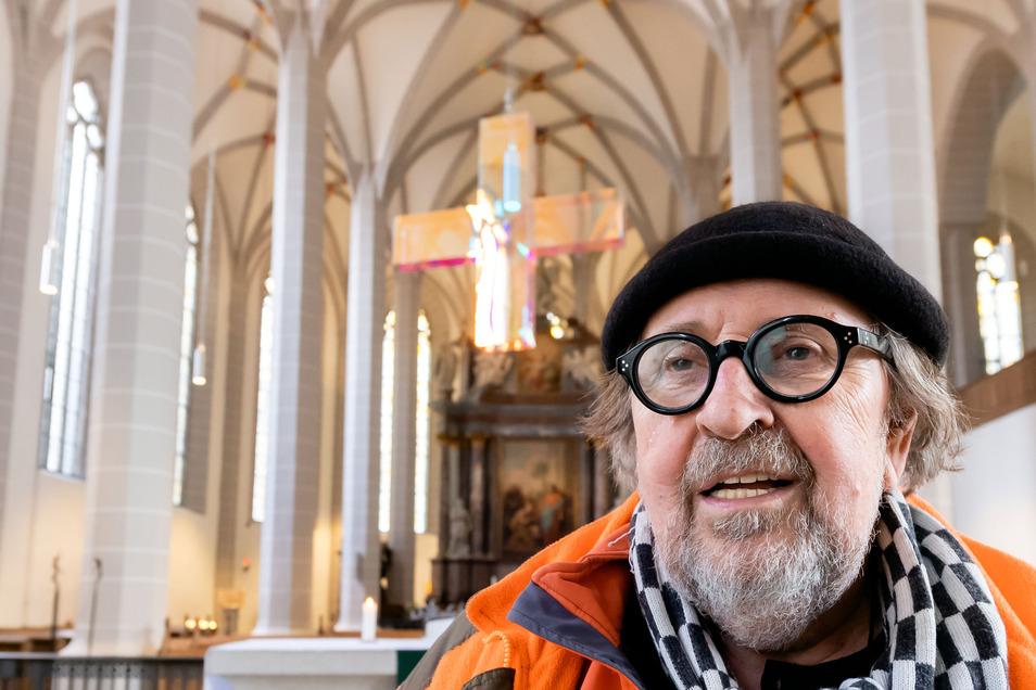 In 20 Jahren Beschäftigung mit den Themen Kreuz und Licht hat der Künstler Ludger Hinse viele Werke geschaffen, die er vor allem in Deutschland, aber auch weltweit ausstellt. Etwa 40 seiner Arbeiten, darunter das Lichtkreuz, zeigt er ab Mittwoch.