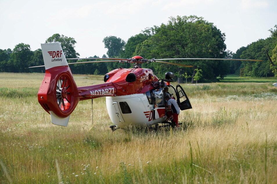 Der Fahrer des VW Caddy wurde vom Rettungshubschrauber in ein Krankenhaus gebracht.