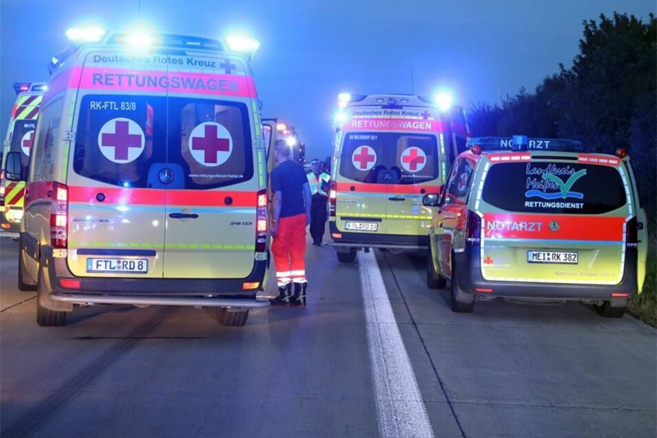 Fünf Personen mussten verletzt in Krankenhäuser eingeliefert werden.
