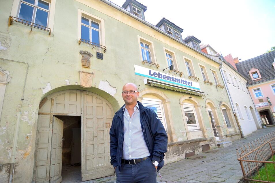 Der Unternehmer Rico Kleinhempel aus Döbeln hat das Haus am Markt 5. Die Stadt Lommatzsch hatte dafür nahezu ihre gesamte Städtebauförderung bis 2018 zur Verfügung gestellt.