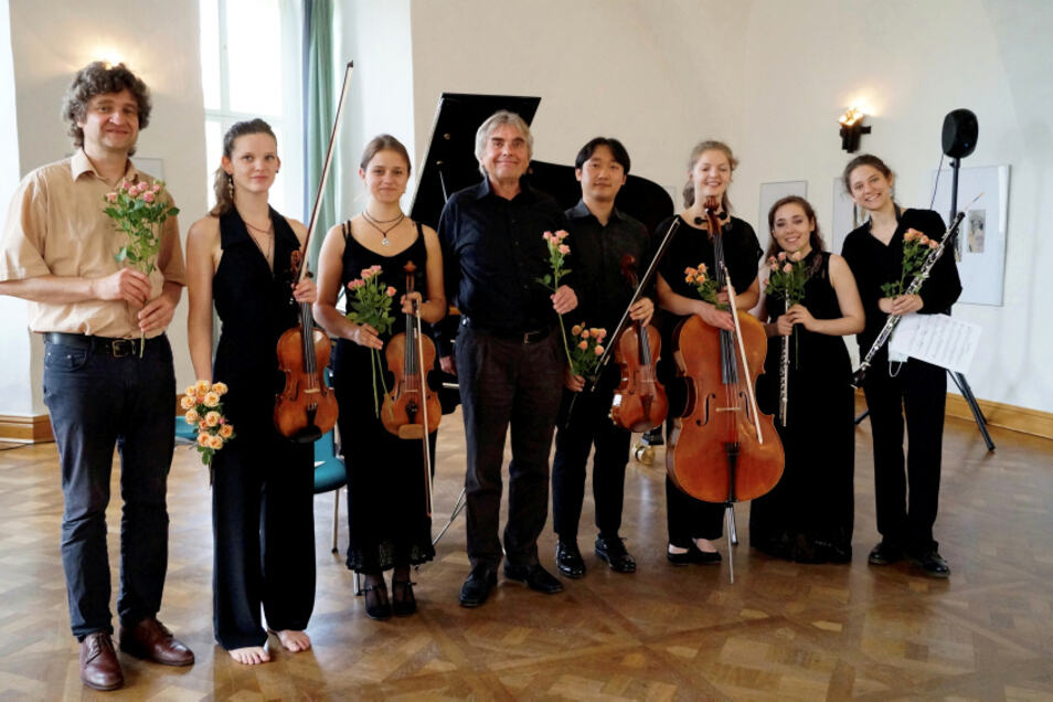 Von links nach rechts: FP Fram, Ronja Sophie Putz, Lea Preiß, Reinhard Schmiedel, Harim Choi, Friederike Seeßelberg, Marta Henriques, Stella Heutling.