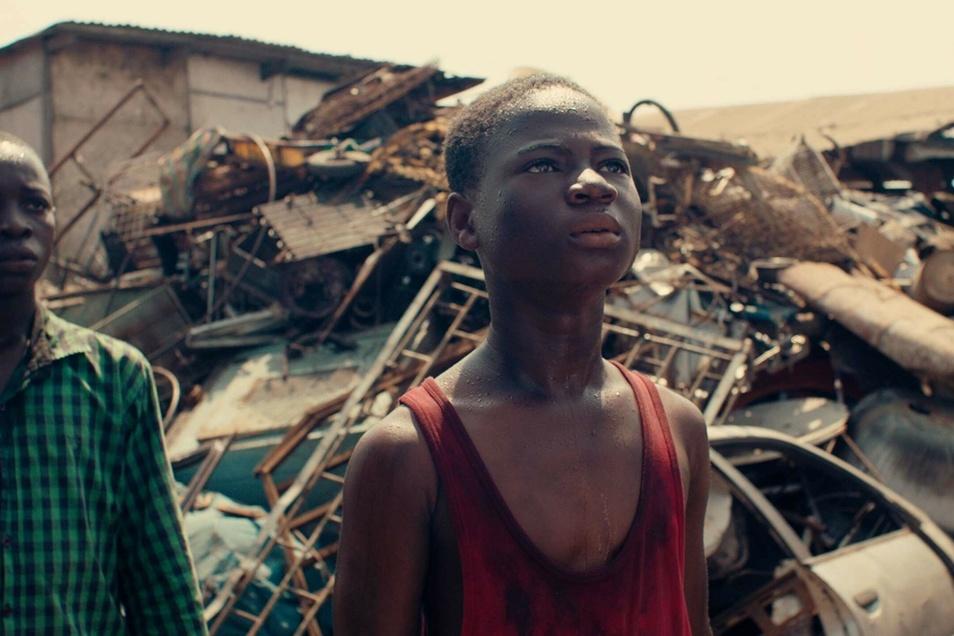 """""""Borga"""": Von der Müllkippe in Accra ins ferne Europa nach Mannheim: Für den Ghanaer Kojo wird ein Traum wahr, als sich für ihn die Gelegenheit bietet."""