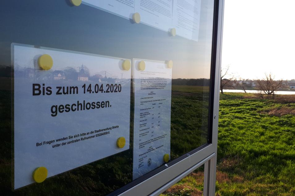 Aushang in Lorenzkirch: die Elbfähre fährt nicht mehr.