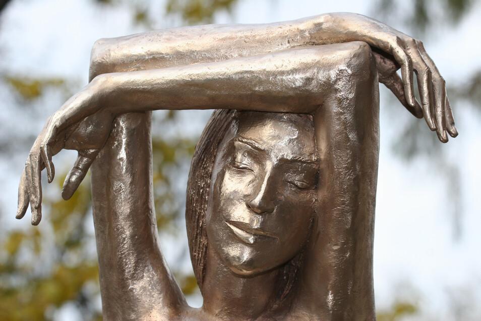Die Bronzestatue von Malgorzata Chodakowska wird an diesem Freitag in Dresdens Gläserner VW-Manufaktur zum 14. Mal vergeben.