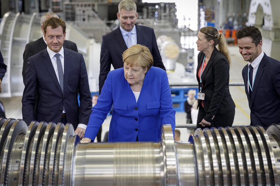 Als Bundeskanzlerin Angela Merkel das Görlitzer Siemens-Werk besuchte, stand Christoph Scholze (re.) neben ihr.