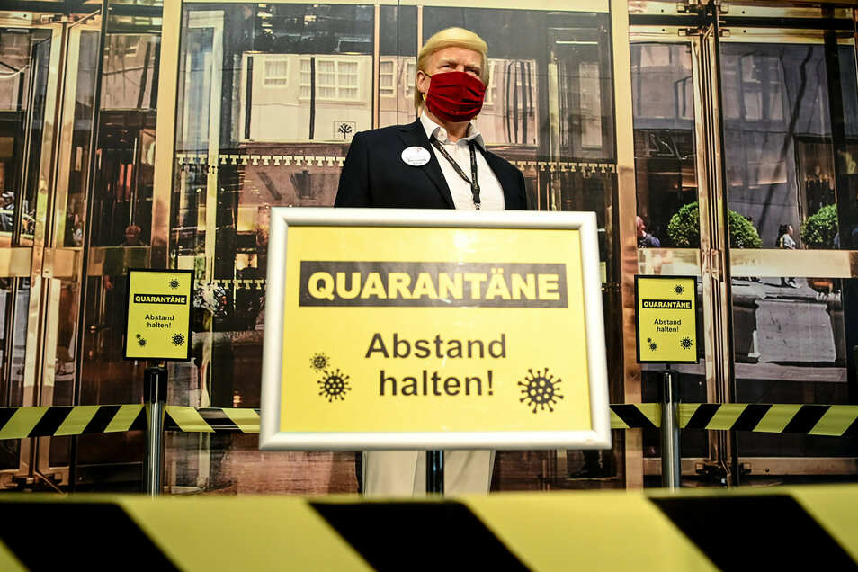 Dieses Trump-Abbild bei Madame Tussauds in Berlin ist gesund. Wie es dem echten US-Präsidenten geht, ist unklar.