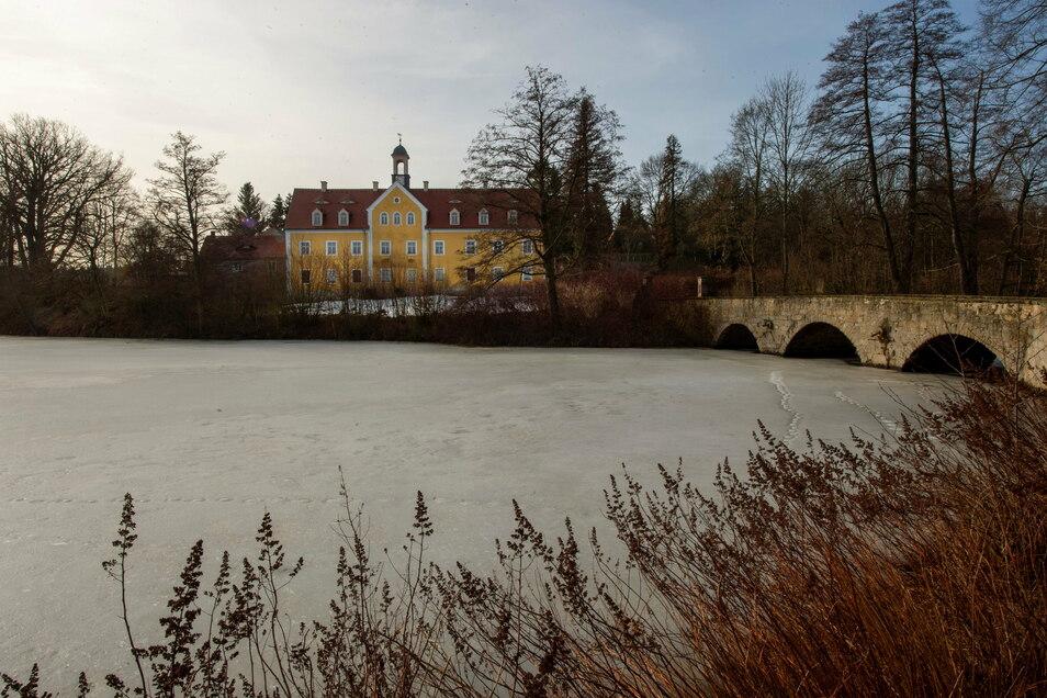 Still ruht der See: Nichts tut sich mit der Sanierung von Schloss Grillenburg. Aber es gibt jetzt einen Entwurf für die Bebauung der Insel.