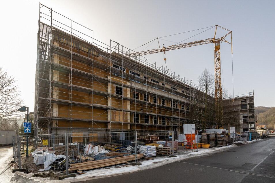 Die Abbruchkosten sind auf der Baustelle Oberschule Hainsberg enorm gestiegen. Einige Stadträte kritisieren dies.