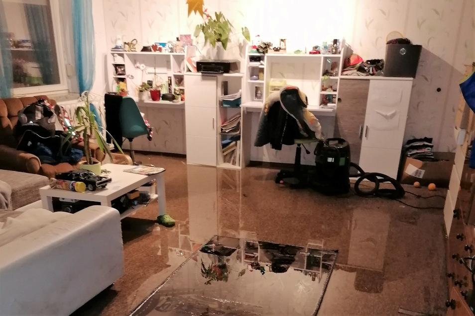 Am 17. Juli gelangte das Hochwasser in die Wohnräume von Anett Raffelt und Sebastian Schramm an der Wilthener Straße in Neukirch.