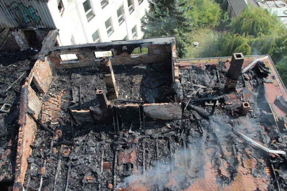 Insgesamt waren knapp 80 Feuerwehrleute aus Ottendorf-Okrilla, Radeberg, Pulsnitz sowie Wiesa bei Kamenz im Einsatz. Ein Übergreifen der Flammen auf andere Betriebe in dem angrenzenden Gewerbegebiet konnte verhindert werden.