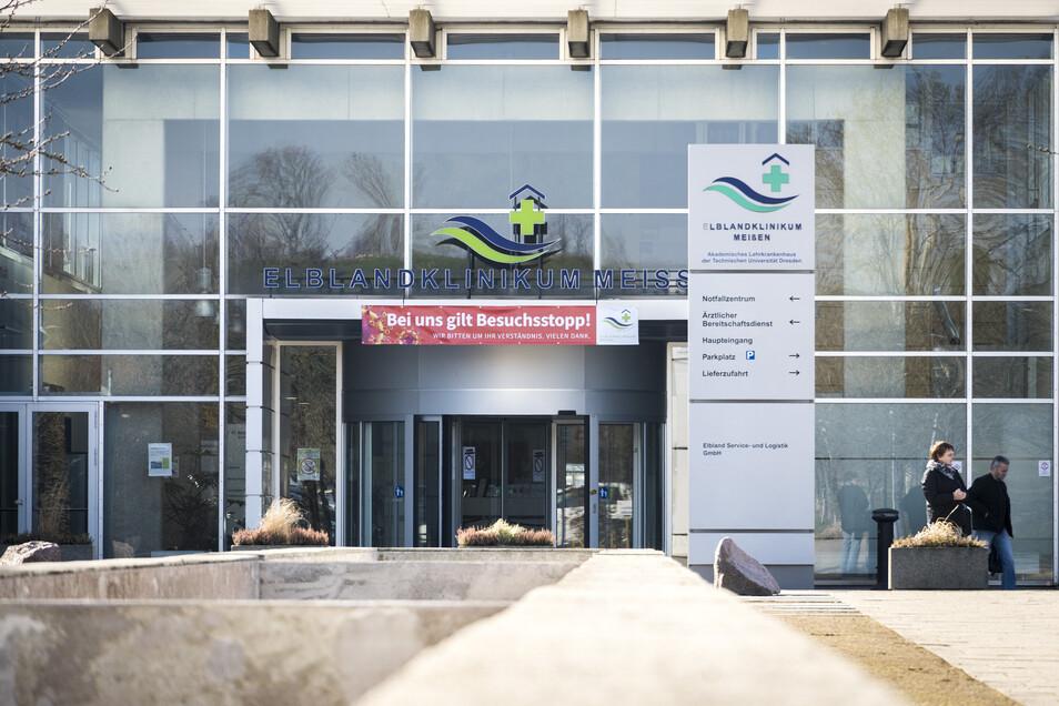 Besuchsverbot und verschobene OPs: Die Kliniken in Sachsen, wie hier das Krankenhaus in Meißen, haben sich auf eine schlimme Covid-19-Welle vorbereitet. Nun, da die Kurve abflacht, können die Häuser wieder vermehrt in den Normalbetrieb übergehen.