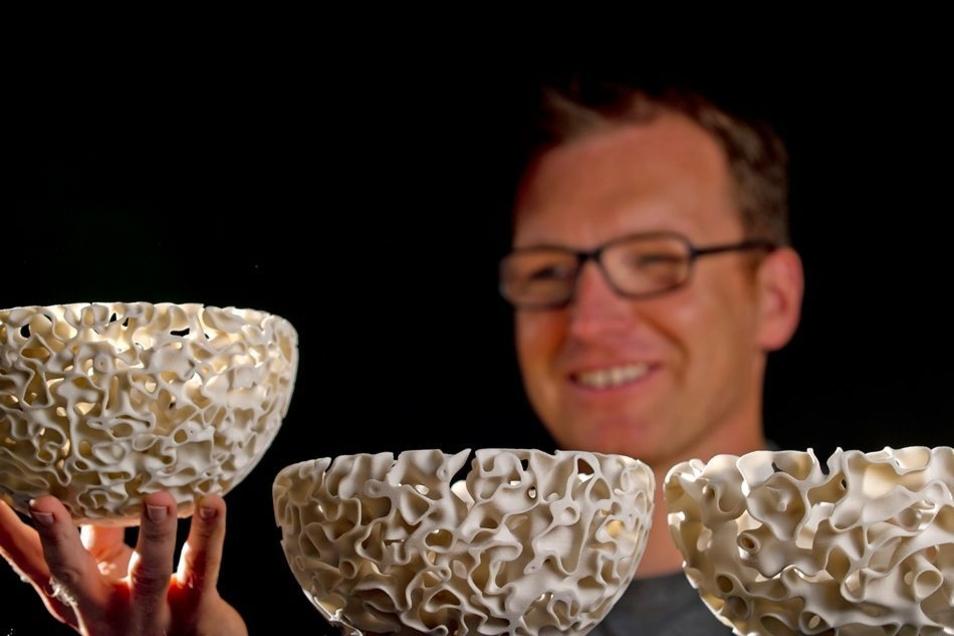 Diese Schalen entwarf ein Dresdener Wissenschaftler auf einem 3D-Drucker. In Zittau wird jetzt daran geforscht, wie sich ein solcher Drucker für die Produktion von Fahrzeugteilen nutzen lässt.