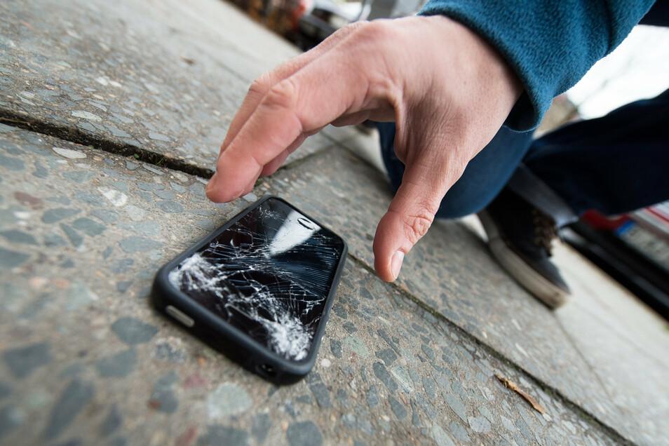 Huch, kaputt: Immer, wenn ein neues iPhone-Modell auf den Markt kommt, häufen sich Schadenmeldungen bei den Privathaftpflichtversicherern.