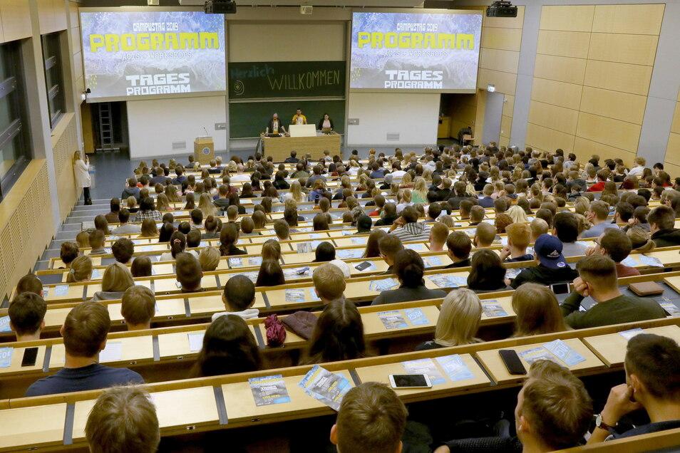 Die Hörsäle in Sachsens Unis und Hochschulen werden sich im Wintersemester wieder füllen.