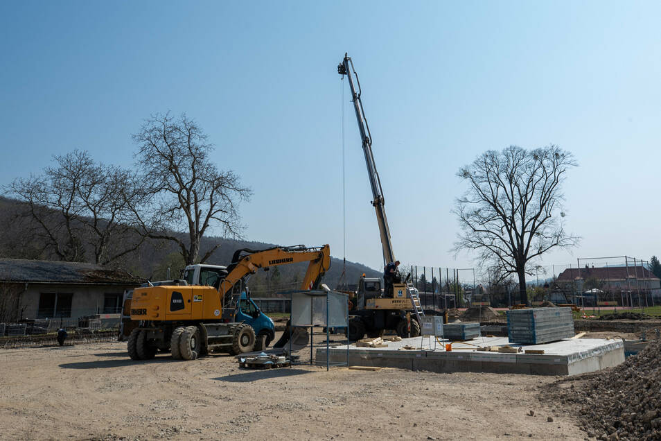 Der Bau der neuen Turnhalle auf dem Areal des Evangelischen Schulzentrums Pirna geht voran.