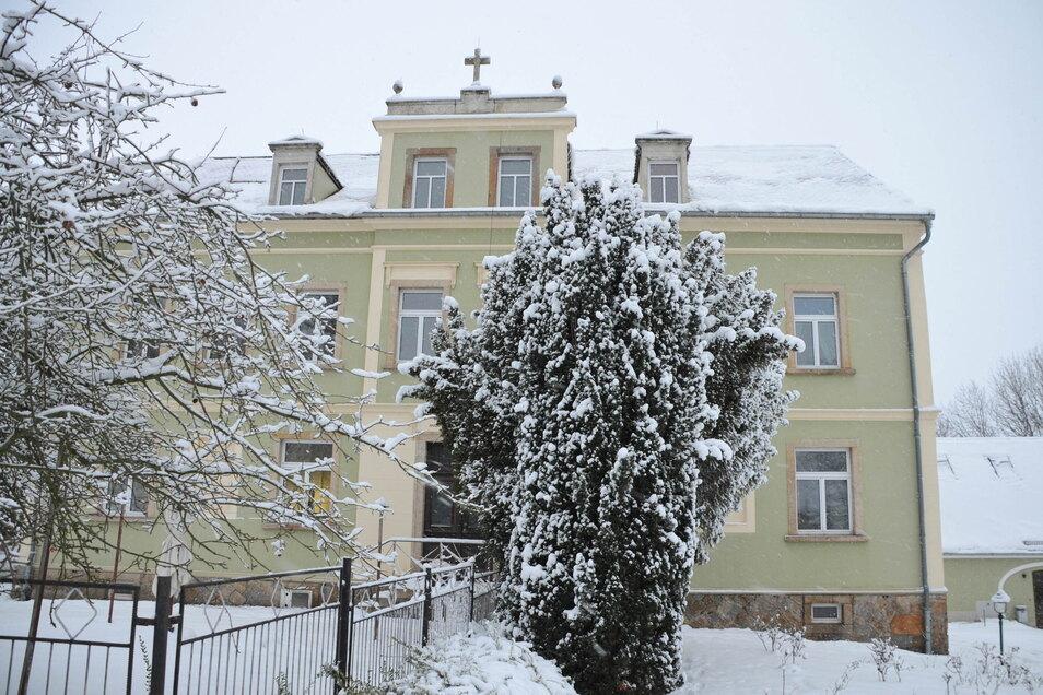 Das ehemalige Schulgebäude steht unter Denkmalschutz.