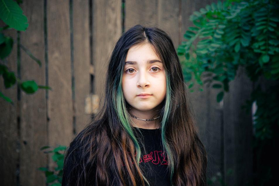 Lika ist mit elf Jahren das älteste der sieben Kinder. Sie hätte bald das Zeugnis der 5. Klasse im Gymnasium bekommen.