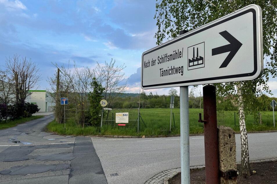 Seit der Bahnübergang geschlossen wurde, liegt die Straße Nach der Schiffsmühle im Dornröschenschlaf. Nicht mal ein Straßenschild gibt es mehr. Doch mit dem Neubau der Brücke über die Gleise wird sich das ändern.