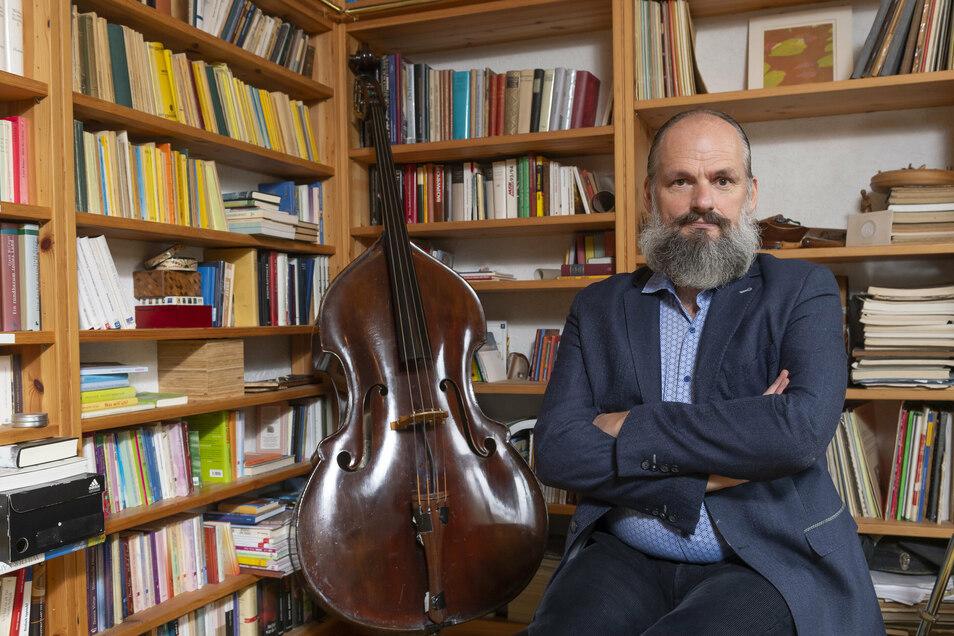 Kilian Forster hatte schon den Historiker und Verschwörungsideologen Daniele Ganser zum Vortrag bei den Jazztagen geladen. Er findet: Man muss mit jeden reden.