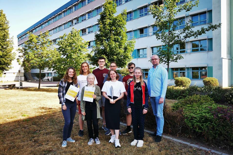 Sie holten den ersten Platz: Die Redakteure des Lessinggymnasiums Kamenz brachten die beste Schülerzeitung Sachsens in der Kategorie Gymnasium heraus. Betreut werden sie von Lehrer René Krauß.