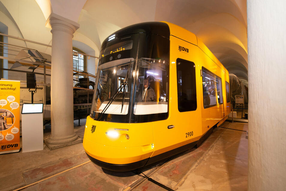 So sehen die neuen Dresdner Straßenbahnen aus. Hier das 1:1-Modell, das im Verkehrsmuseum ausgestellt war.