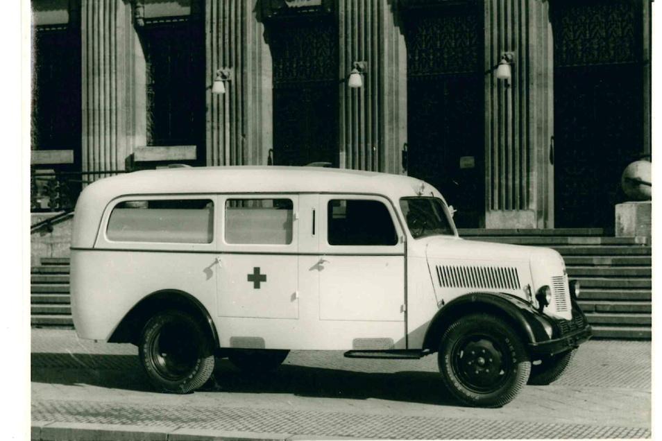 Als Krankenfahrzeug wurde der jetzt aufgemotzte Phänomen Granit 27 in Zittau 1953 gebaut.