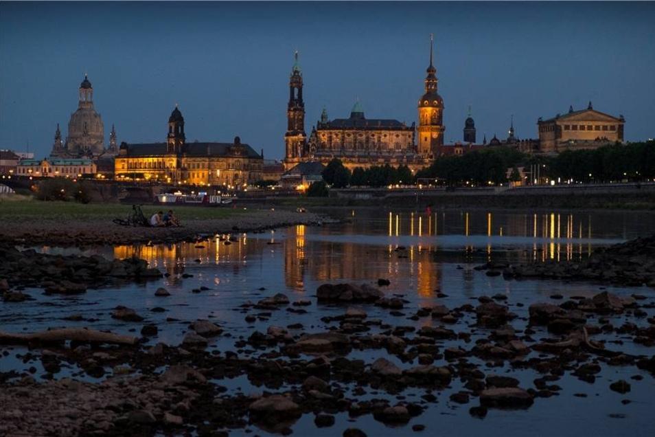 Der Wasserstand in Dresden lag am Montag noch bei 50 Zentimetern - normal sind zwei Meter.