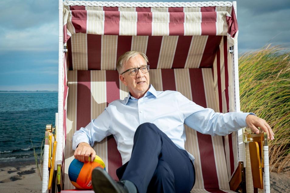 Alles nur Schein. Dietmar Bartsch, Co-Vorsitzender der Linksfraktion im Bundestag, in einer künsstlichen Strandkulisse beim 7. Parteitag der Partei.