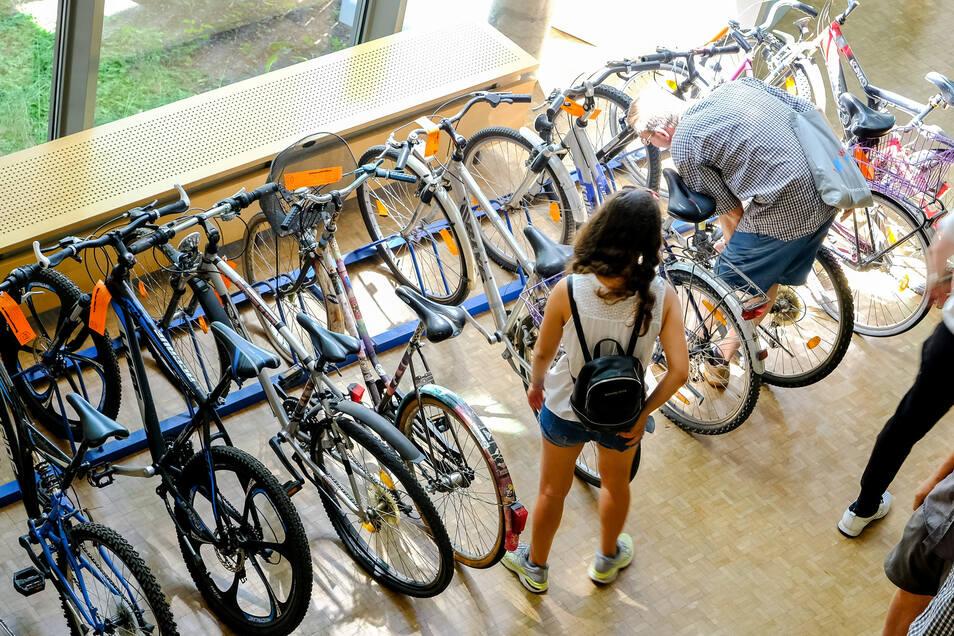 Viele Fahrräder wurden jetzt in Coswig versteigert.
