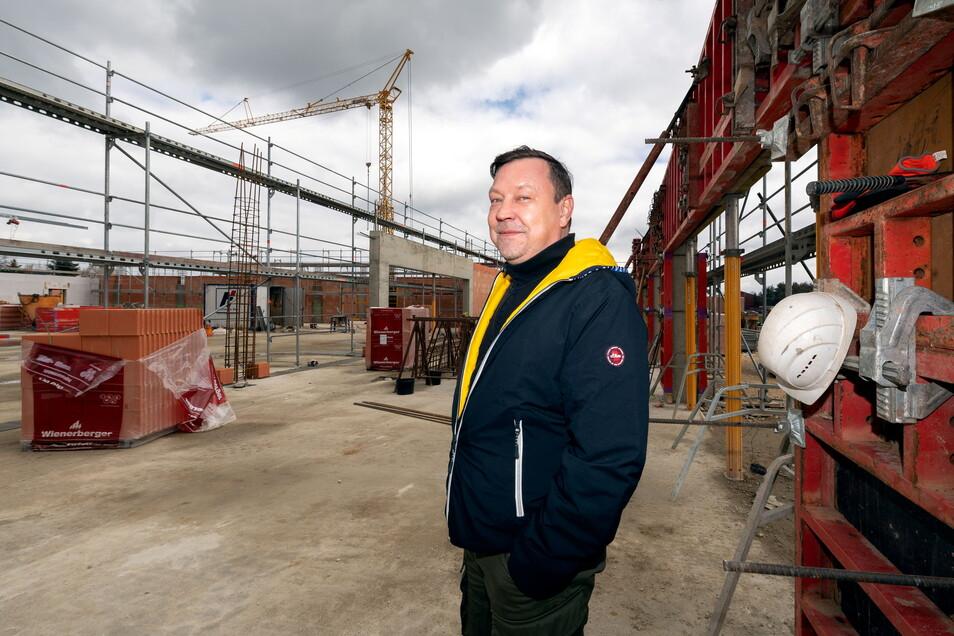 Projektentwickler André Kunath aus Bischofswerda hat das Areal für den neuen Edeka-Standort in Weißenberg entwickelt und ist nun auch für die Errichtung des Neubaus zuständig. Es ist nicht der erste Markt, der unter seiner Regie entsteht.