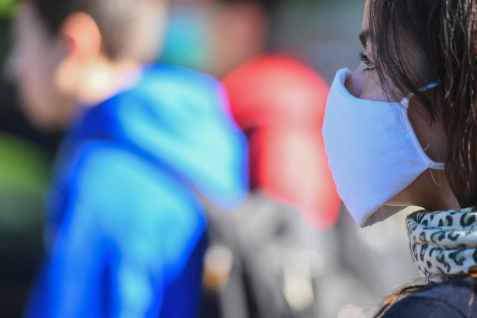 Ab Montag geht auch die Grundschule im Landkreis Meißen wieder los: Eltern müssen ihre Kinder mit Mundschutz bringen und vor dem Schulgebäude übergeben. Voraussetzung ist eine täglich neu unterschriebene Gesundheits-Bestätigung.