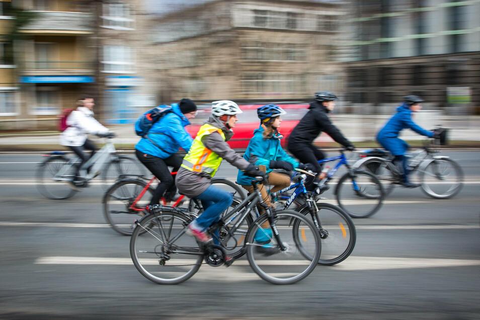 Ein Fahrradkorso wird am Freitag in Dresden unterwegs sein.