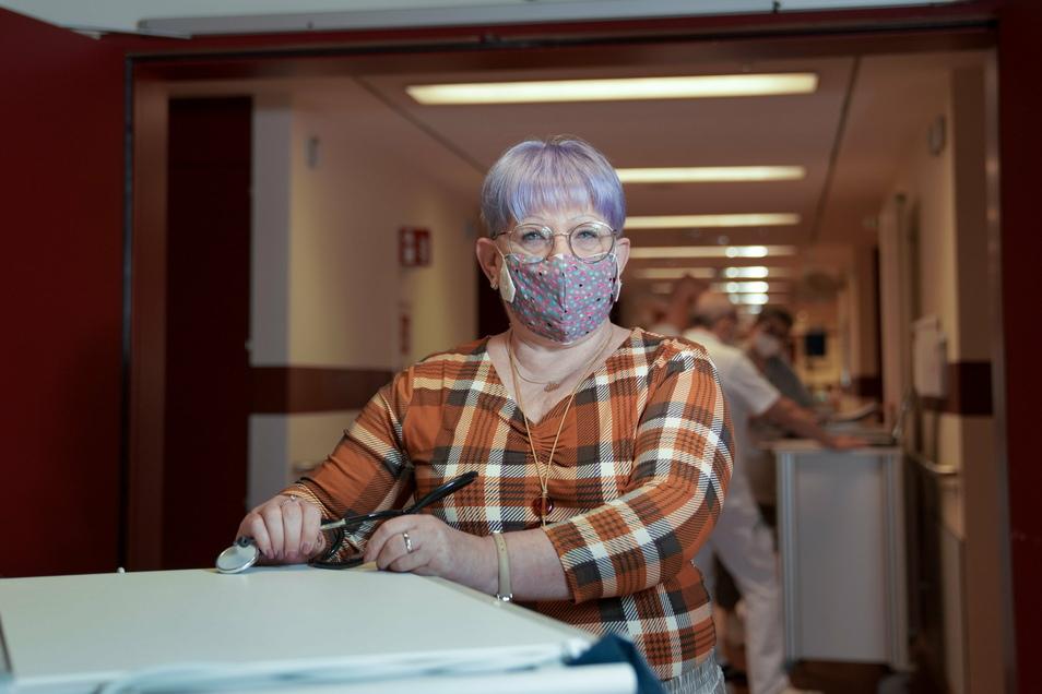 Silvia Lehmann in der Asklepios ASB-Klinik Radeberg. Nach ihrer Ausbildung zur Krankenschwester fing sie 1978 in dem Haus an. Jetzt ist sie in den Ruhestand gegangen.