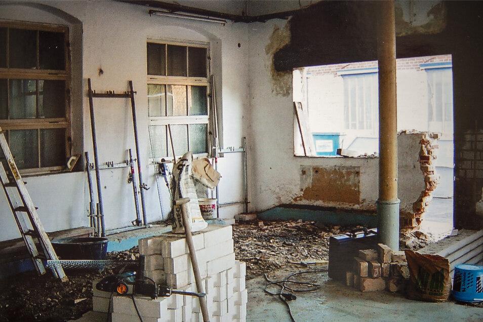 Vor der Nutzung als Museum sind in dem alten Fabrikgebäude Wände versetzt und durchbrochen worden.