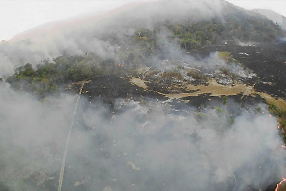 Dieses Drohnenfoto zeigt einen Brand in der Gemeinde Guaranta do Norte im Bundesstaat Mato Grosso.