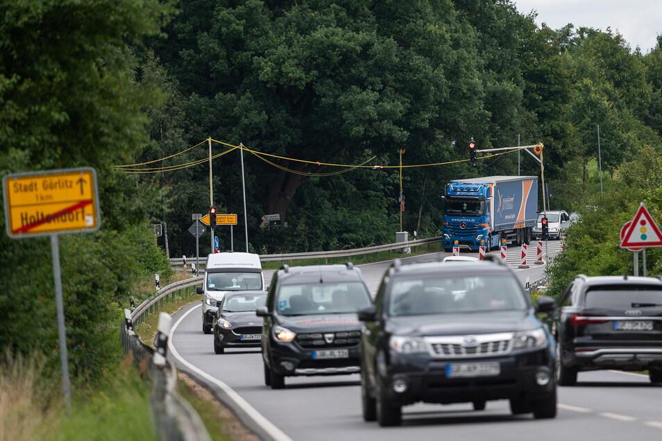 """Die Ampel am Ortsausgang Holtendorf ist nur provisorisch. Die """"richtige"""" wird gerade modernisiert."""