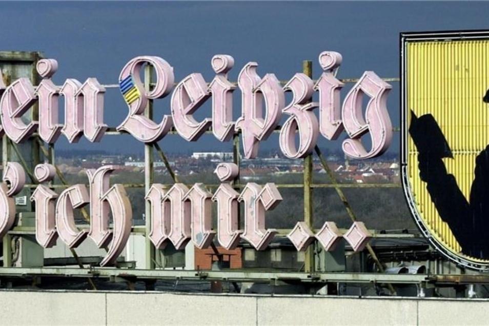 """So leuchtete bis 2007 auf einem Hochhaus in Leipzig der Reklameschriftzug """"Mein Leipzig lob' ich mir…"""" neben dem Schattenriss-Bildnis des jungen Johann Wolfgang von Goethe."""