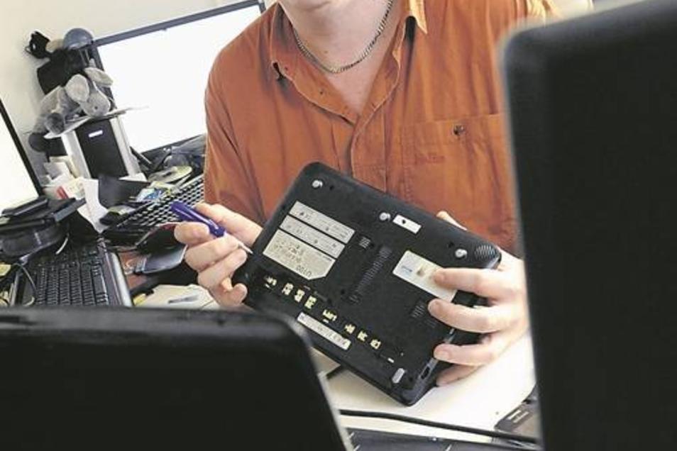 """Helfen ohne Gegenleistung: Daniel Krüger repariert kostenlos PC's und hat """"Share & Care""""-Dresden gegründet."""