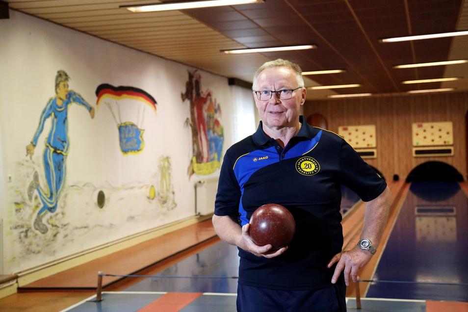 Holger Grimm ist technischer Betreuer der Kegelbahn am Sportplatz Koselitz. Er und seine Kegelfreunde sind gern hier, um sich sportlich zu betätigen. Aber wie lange noch?