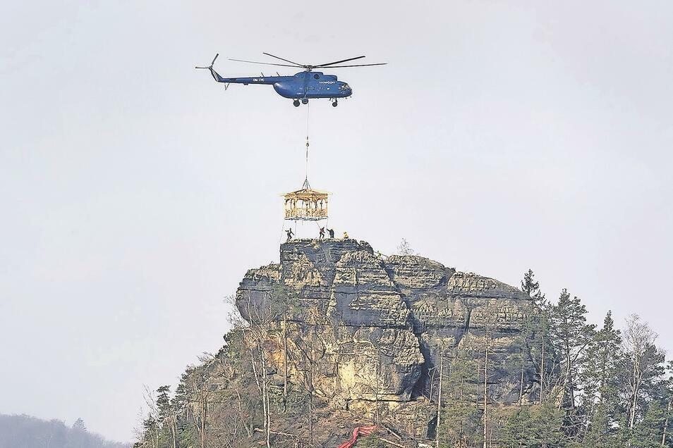 Rückkehr mit Hubschrauber: der Gipfelpavillon des Marienfelsens (Mariina skála).