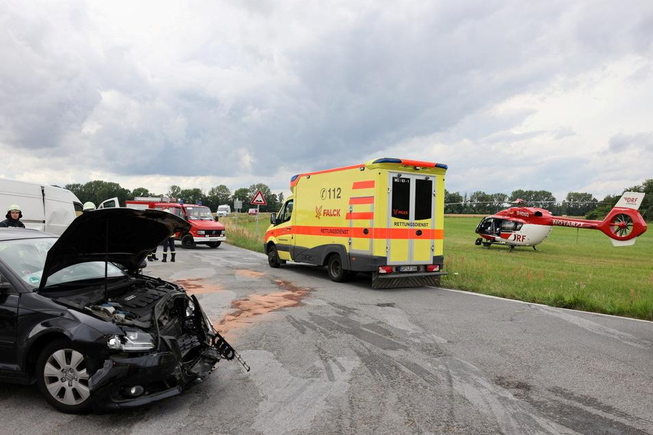 Auf der Straße zwischen Guttau und Malschwitz sind am Montagnachmittag ein Auto und ein Kleintransporter zusammengestoßen.