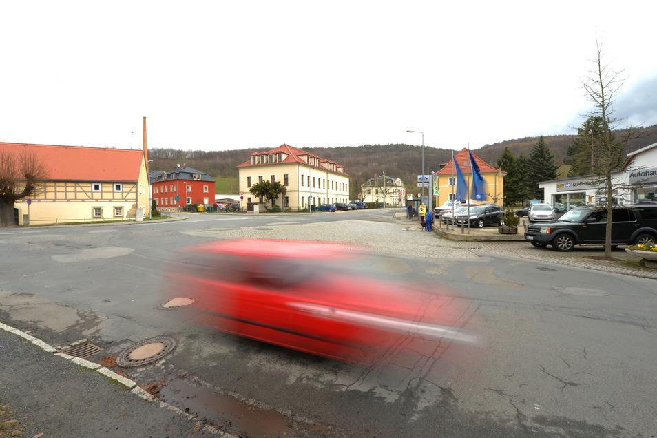 Die unübersichtliche Kreuzung in Alt-Neundorf soll endlich umgestaltet werden.