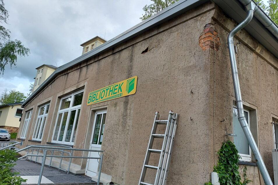Mit Trockenlegung, Fenstererneuerung und Renovierungen geht es jetzt mit der Modernisierung der Bibliothek in Roßwein weiter. Auf die Ausschreibungen hatten sich insgesamt nur wenige Firmen gemeldet.