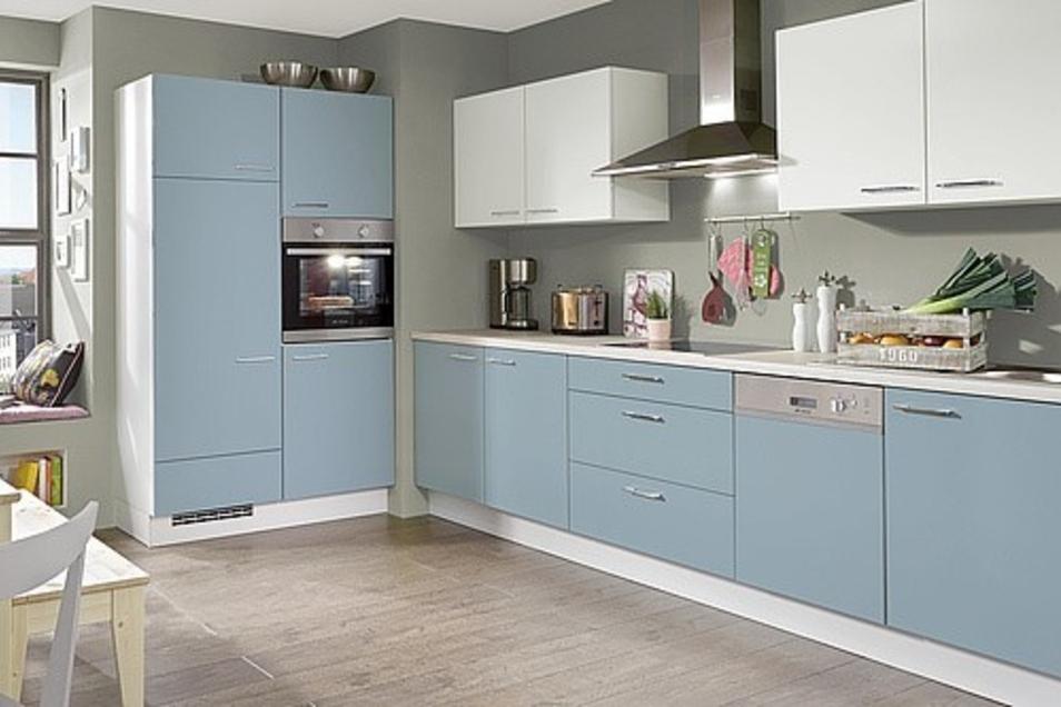 Hier sehen wir nicht blau, sondern eine moderne Küche in pastellenen Tönen.