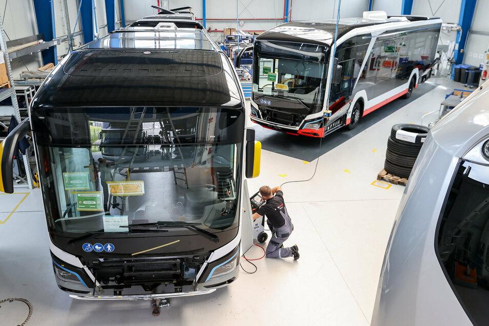 Am Standort Plauen wird bei MAN parallel zur Auslieferung der elektrischen Stadtbusse weiter an Optimierungen bei Software, Verkabelung oder Batterien gearbeitet.