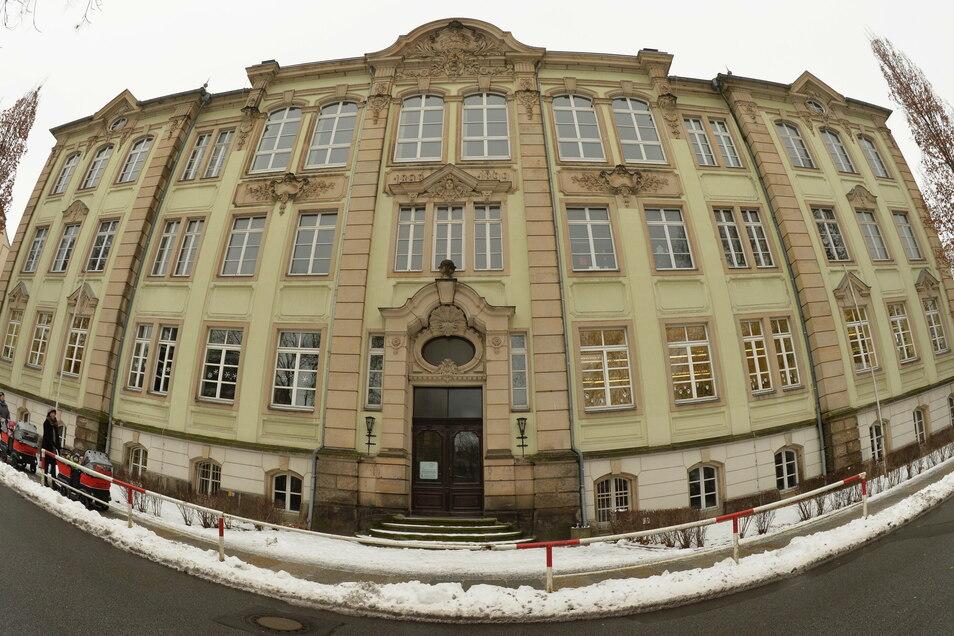 Schulhaus an der Nicolaistraße in Pirna: Das Gebäude wird für 9,5 Millionen Euro saniert.